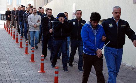 أوقفت السلطات 9103 شرطيين عن العمل (أ ف ب)