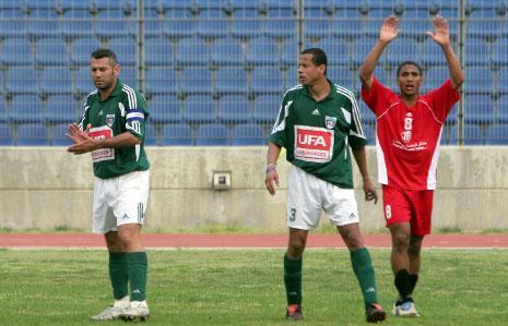 طارق العلي من المبرة والبرازيلي المجنّس مارسيلو وقائد الحكمة ومدربه الحالي سهاد زهران عام 2006