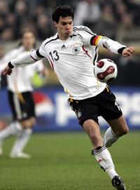 بالاك خلال مباراة ألمانيا وسويسرا الودية في شباط الماضي (مارتن مايسنر ــ أ ب)