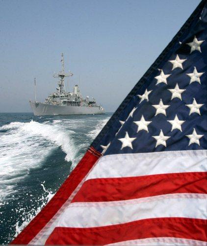 حاملة الطائرات «غلادياتور» في الخليج: هل تستمرّ الهيمنة الأميركية على العالم؟ (مازن مهدي - إي بي أي)