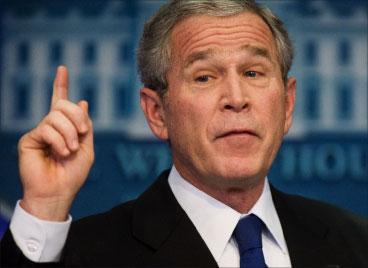 هل ينفّذ بوش تهديداته ضدّ إيران؟ (ماندل نغان - أ ف ب)