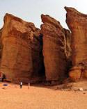 صخور وادي المنايعة التي يطلق عليها إسم اعمدة الملك سليمان