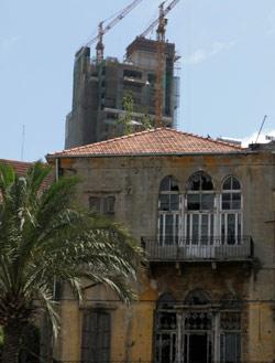 الابراج تحاصر البيوت القديمة (كارول كرباج)