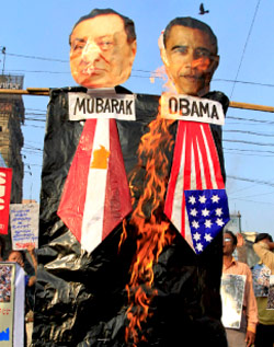 وصل التضامن مع ثوار مصر إلى الهند (رويترز)