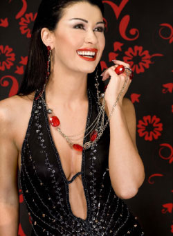 أعلنت الشركة أنّ نادين الراسي ستؤدي بطولة العمل الذي يروي سيرة سوزان تميم