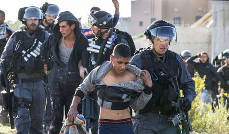 أعلنت قوات الإحتلال الإسرائيلي رفع التأهب في البلدات والمدن العربية إلى الحالة القصوى (أ ف ب)