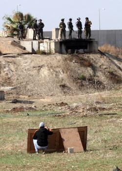 يأمل المسؤولون الإسرائيليون أن ينجح الجيش في تهدئة الخليل (آي بي ايه)