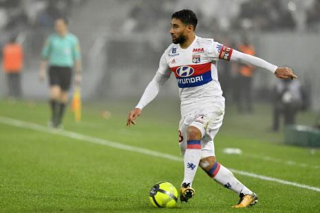 يتشكّل هجوم ليون من الجزائري الفرنسي نبيل فقير والبانمي المنتدب من ريال مدريد ماريانو دياز (أ ف ب)