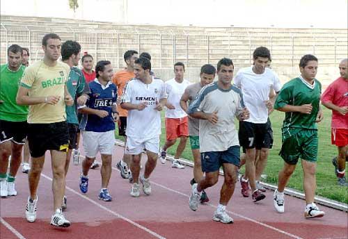 لاعبو الأنصار يتدربون على الملعب البلدي (مروان طحطح)