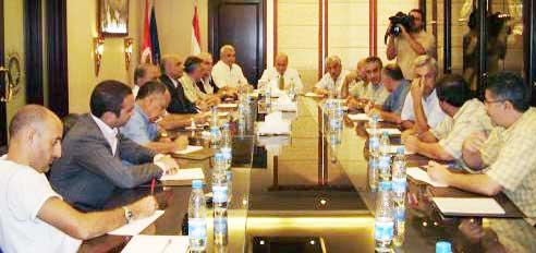 اللجنة العليا للاتحاد اللبناني لكرة القدم خلال اجتماعها أمس بممثلي أندية الدرجة الأولى (الأخبار)