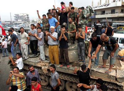 احتفالات بعد انتهاء معارك «البارد» (وائل اللادقي)