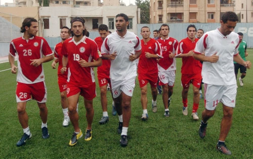 لاعبو منتخب لبنان خلال التمرين الأخير على ملعب الصفاء قبل سفرهم (أرشيف ــ محمد علي)