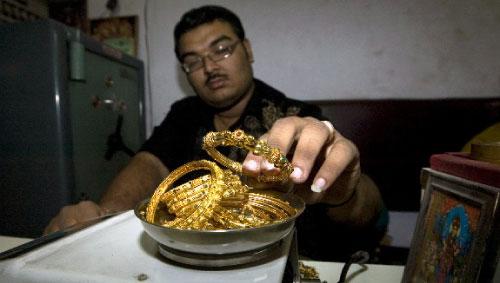تدهورت واردات الهند من الذهب في ظلّ موجة البيع للاستفادة من ارتفاع الأسعار (سام بانتاكي ــ أ ف ب)