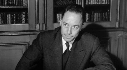 بعد تسلمه جائزة «نوبل» عام 1957