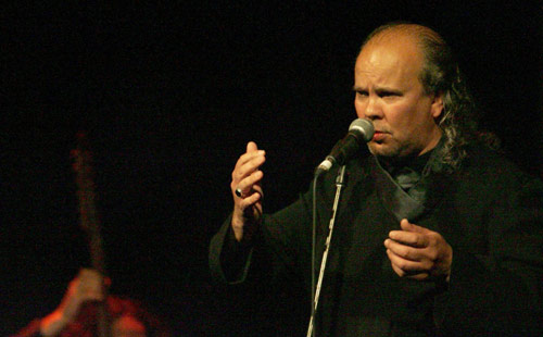 نجيب الشرادي خلال حفلته في عمان