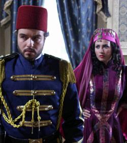 ميسون أبو أسعد وعامر علي في مشهد من «سقوط الخلافة»