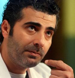 يرفض إقصاء الفنانين الذين دعموا الأنظمة في العالم العربي