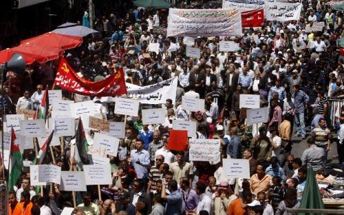 خلال تظاهرة مطلبية في عمان نهاية الشهر الماضي (أ ف ب)
