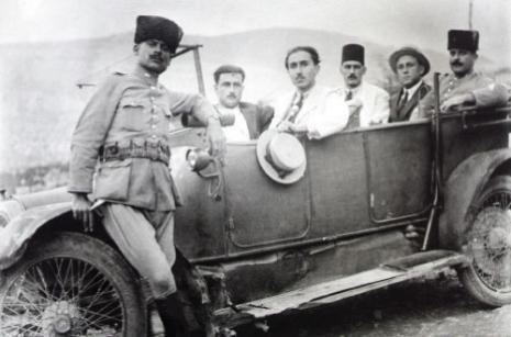 وديع مجاعص، صفيحة زجاجية، أمين قربان يقود سيارته، حوالى عقد 1930