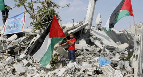 إسرائيل تسعى إلى إطالة الإعمار ليصير ورقة ابتزاز لتلوح بها متى شاءت (عبد الرحيم الخطيب ـ آي بي ايه)