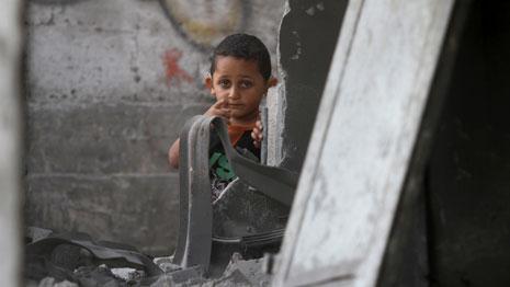 قد لا تقي الأغطية حتى لو كانت كثيرة الأطفال من برد الشتاء المقبل (محمد أسد ـ آي بي ايه)