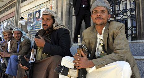 استمرت الاشتباكات العنيفة بين مسلحي «القاعدة» وبين «الحوثيين»(الأناضول)
