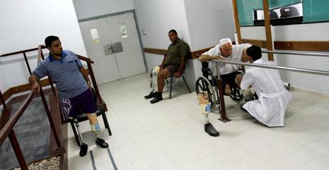 حالات المصابين متفاوتة في الاستجابة للطرف البديل خلال التدريب (محمد أسد ـ آي بي ايه)