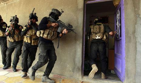 وافقت الحكومة على تشكيل 7 أفواج وفرقة عسكرية تتبع لقواتها لتحرير الموصل(أ ف ب)