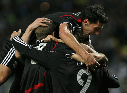 فرحة لاعبي ليفربول أمام مرسيليا (جان بول بيليسيه ـ رويترز)