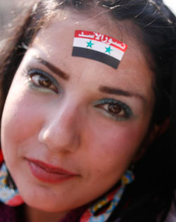 متظاهرة مؤيدة للرئيس الأسد (هيثم الموسوي)
