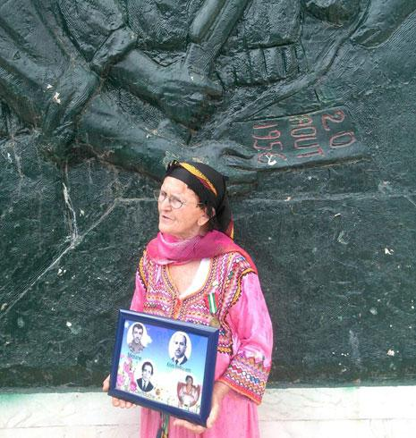 عجوز جزائرية تشارك في مناسبة يوم أمس (الأخبار)