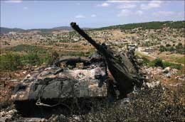 دبابة اسرائيلية دمرتها المقاومة في مواجهات عيتا الشعب في جنوب لبنان  (