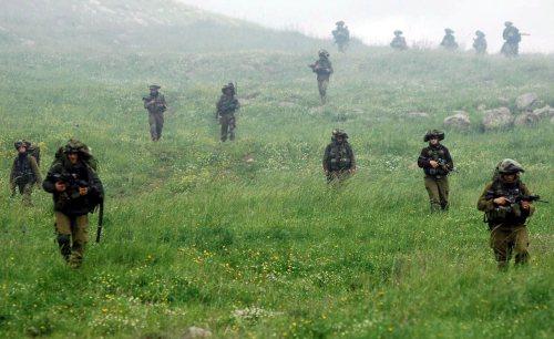 تدريبات عسكرية اسرائيلية في الجزء المحتل من الجولان في نيسان الماضي (إي بي أي)