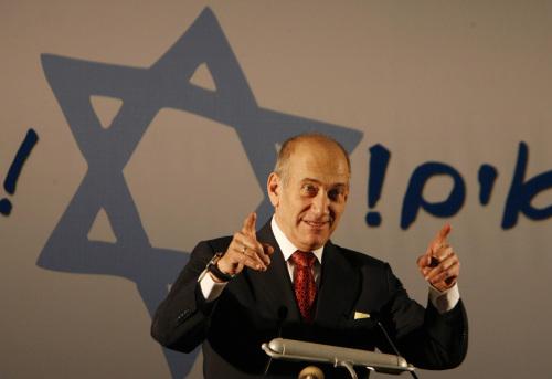 أولمرت خلال احتفال مع المهاجرين اليهود في تل أبيب أمس (جيل كوهين ماجين - أ ب)