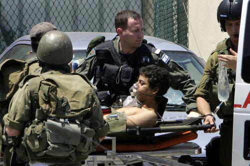 جندي إسرائيلي أصيب في عدوان تمّوز يُنقل إلى مستشفى في حيفا (أرشيف ـ أ ف ب)