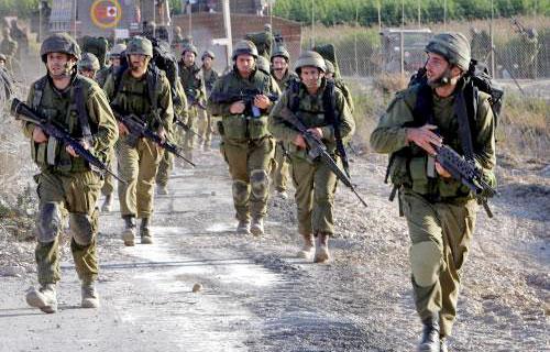 جنود إسرائيليون على الشريط الحدودي خلال عدوان تمّوز (أرشيف)