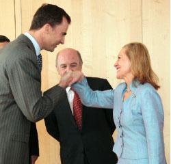 فيريرو ــ فالدنر ووليّ العهد الإسباني في مقرّ الاتحاد الأوروبي في بروكسل (أوليفييه هولست ــ أ ب)