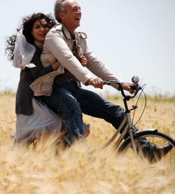 مرح جبر وسامر عمران في مشهد من الفيلم