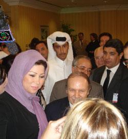 خديجة بن قنّة والرئيس عبد العزيز بوتفليقة خلال إحدى زياراته للدوحة