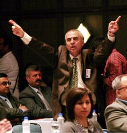 سيطر الهتاف المتواصل والتصفيق على أجواء كلمات المؤتمر (آدم ألتان ــ أ ف ب)