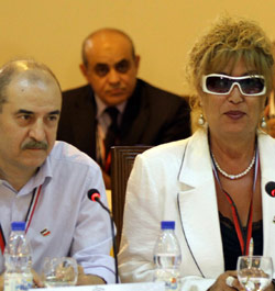 منى واصف وبسام كوسا في مؤتمر الحوار