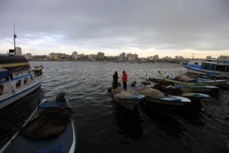 «الأسماك من مصر عشان عنّا المياه الأقليمية محتلتها إسرائيل» (الصور: شعيب أبو جهل)