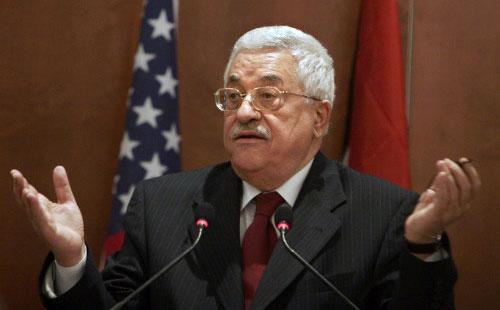 عباس يتحدث خلال المؤتمر الصحافي مع رايس في أريحا أمس (أ ب)