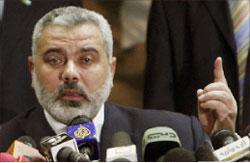 هنية خلال المؤتمر الصحافي في القاهرة أمس (رويترز)
