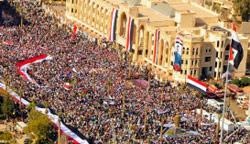جانب من المسيرة التي شهدتها منطقة الرقة أمس (أ ف ب)