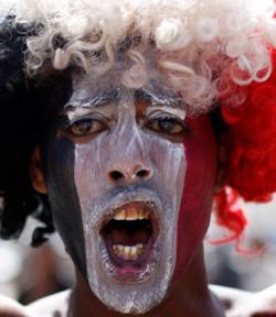 متظاهر ضد صالح في صنعاء (رويترز)