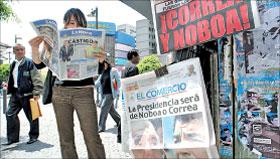 اكوادورية تتابع نتائج الانتخابات في كيتو امس ( ا ف ب)