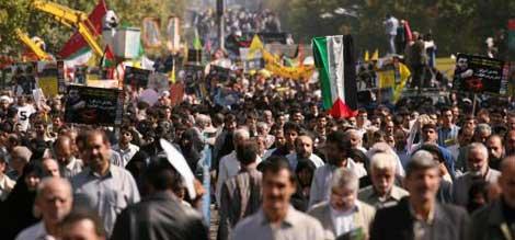 آلاف المتظاهرين في طهران في يوم القدس أمس (رويترز)
