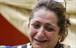 صحافية عراقية تروي للإعلام ما تعرضت له في بغداد (رويترز)