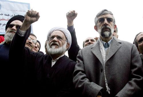 حدّاد عادل خلال تظاهرة ضدّ حصار غزّة في طهران (عطا كيناري - أ ف ب)